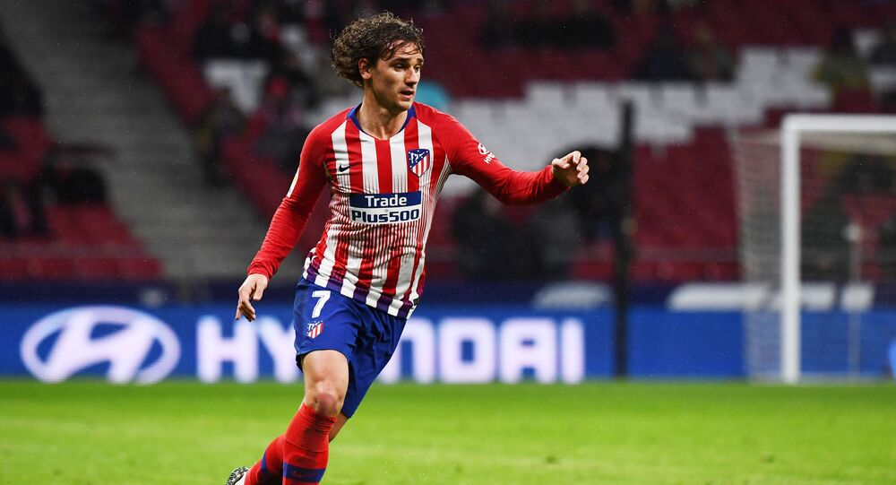 Atletico Madrid's French forward Antoine Griezmann controls the ball during the Spanish league football match between Club Atletico de Madrid and Valencia CF at the Wanda Metropolitano stadium in Madrid on April 24, 2019.