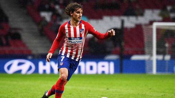 Atletico Madrid's French forward Antoine Griezmann controls the ball during the Spanish league football match between Club Atletico de Madrid and Valencia CF at the Wanda Metropolitano stadium in Madrid on April 24, 2019. - Sputnik International