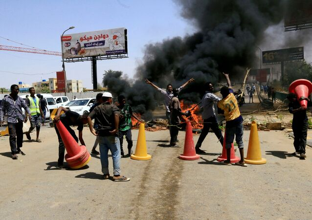 Sudanese Protesters Burn Tyres in Khartoum