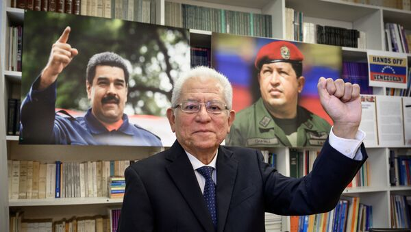 Venezuela Permanent representative to the United Nations in Geneva, Ambassador Jorge Valero poses between photographs of President Nicolas Maduro (L) and late President Hugo Chavez during a interview with AFP, at the permanent mission in Geneva on April 16, 2019 - Sputnik International