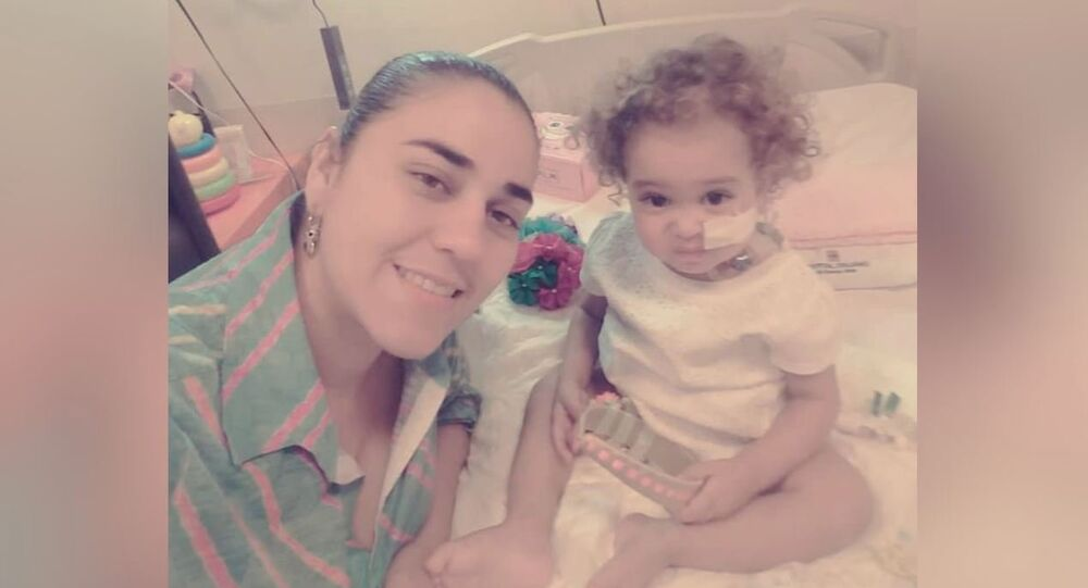 Yelibeth, Isabella's mother, was able to donate her liver to her daughter, but the success of the operation in Argentina is at risk because the US froze the accounts of Citgo, a subsidiary of Venezuela's state-run PDVSA oil giant, that funded such complex medical treatment abroad.