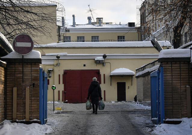 A woman carrying bags of food walks towards the entrance to the Lefortovo prison, where Paul Whelan, an American ex-Marine who Russian prosecutors have charged with espionage, is held, Moscow, January 16, 2019.