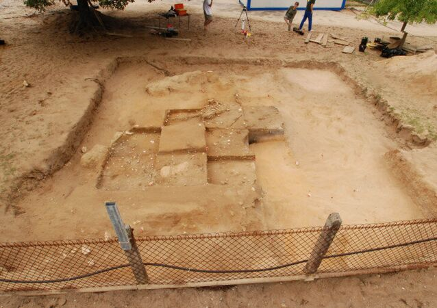 An unremarkable prehistoric burial mound near Bordeaux
