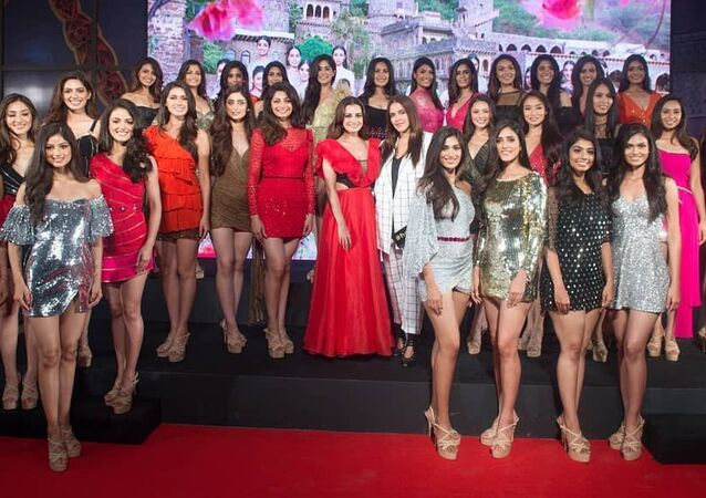 The gorgeous Femina Miss India 2019 State Winners clicked with their mentors at the unveiling party