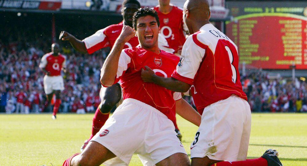 Jose Antonio Reyes celebrates after scoring the 4th goal for Arsenal