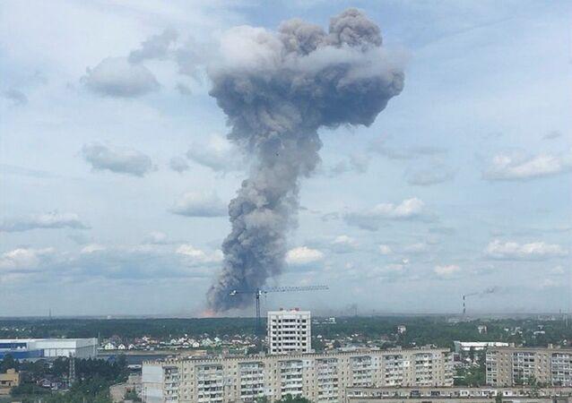 Smokerisingfrom the site of blasts at an explosives plant in the town of Dzerzhinsk, NizhnyNovgorodRegion, Russia