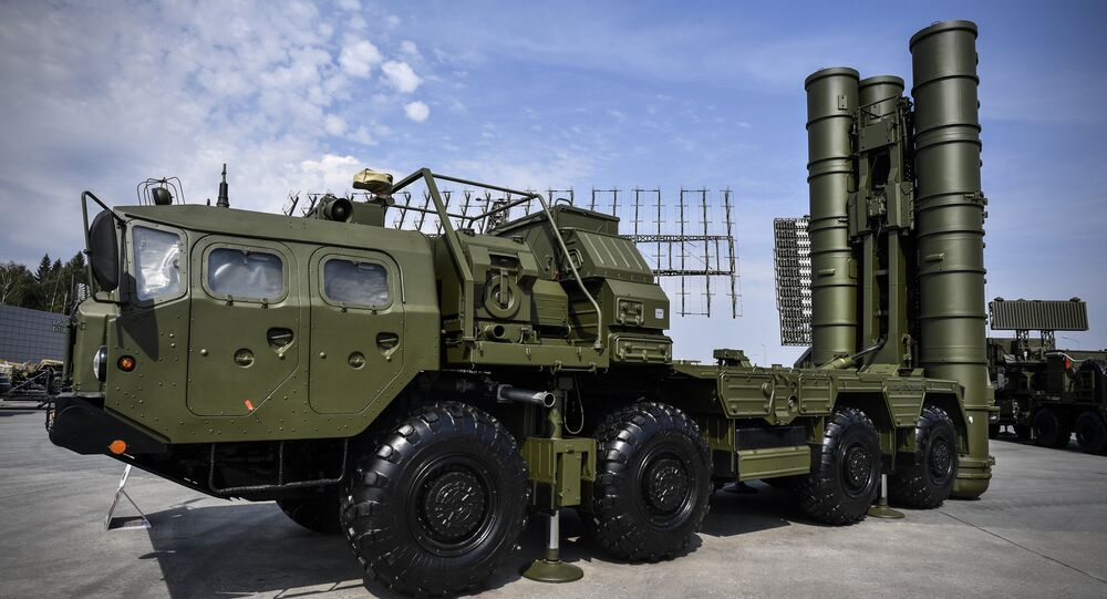 Russian S-400 anti-aircraft missile launching system is displayed at the exposition field in Kubinka Patriot Park outside Moscow on August 22, 2017 during the first day of the International Military-Technical Forum Army-2017
