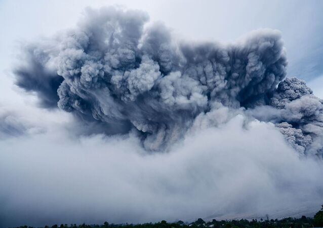 Volcano eruption , cloud of ash
