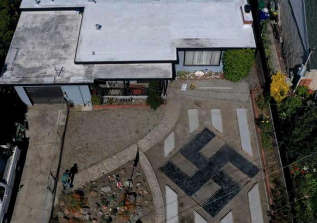 US Man Displays Swastika in Front Lawn, Insists It's 'Tibetan Sign'