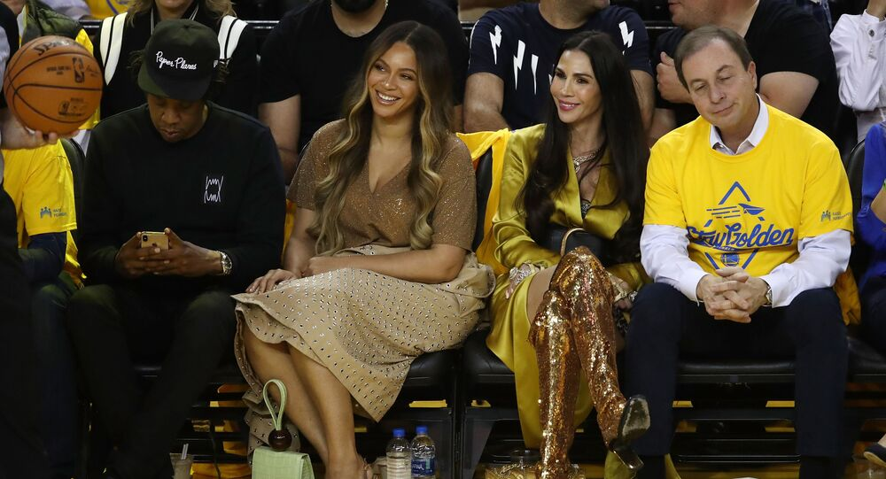 OAKLAND, CALIFORNIA - JUNE 05: (L-R) Jay-Z, Beyonce, Nicole Curran and Joseph S. Lacob attend Game Three of the 2019 NBA Finals between the Golden State Warriors and the Toronto Raptors at ORACLE Arena on June 05, 2019 in Oakland, California