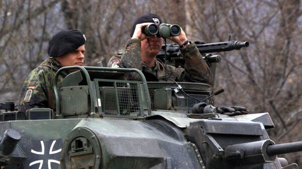 A German officer of the NATO contingent deployed in Macedonia looks through his binoculars - Sputnik International