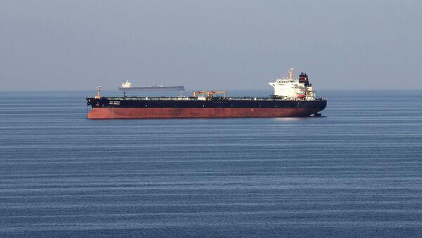 Oil tankers pass through the Strait of Hormuz, December 21, 2018 - Sputnik International