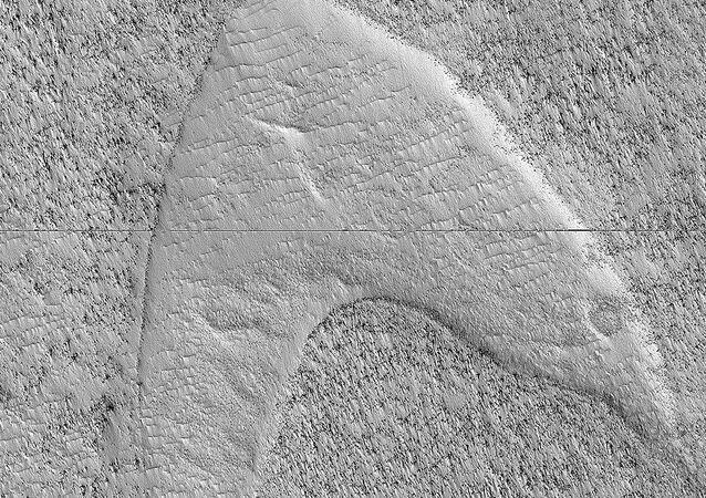 Dune Footprints in Hellas