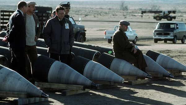 Soviet inspectors and their American escorts stand among several dismantled Pershing II missiles as they view the destruction of other missile components - Sputnik International