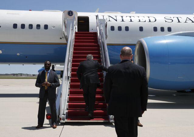 Secretary of State Mike Pompeo boards a plane headed to Jeddah, Saudi Arabia