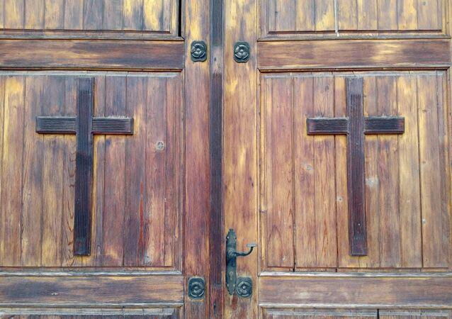 Cross doors