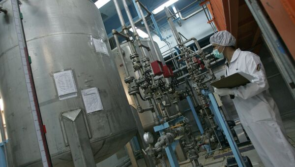 An Iranian technician works at the Isfahan Uranium Conversion Facilities (UCF), 420 kms south of Tehran, 03 February 2007 - Sputnik International