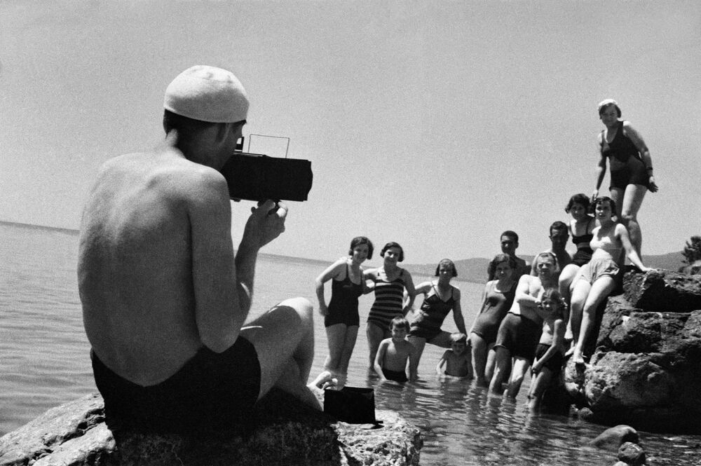 Ladies' Hats, Gymnastics on the Beach and Gagarin: A Look Back at Soviet Crimea