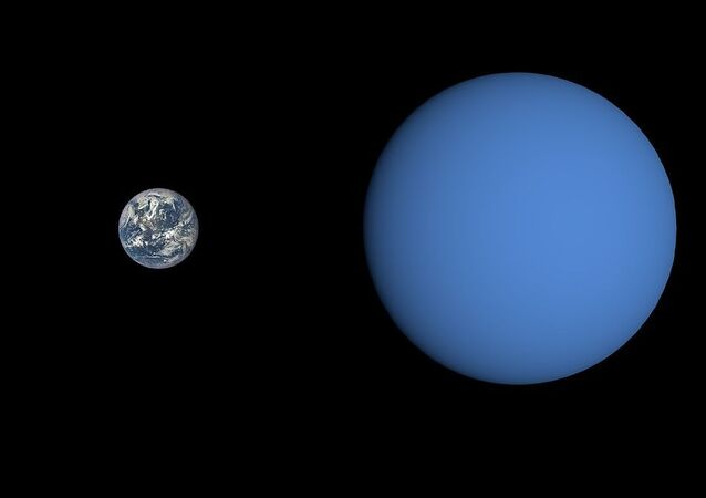 Size comparison of Gliese 3470 b with Earth.