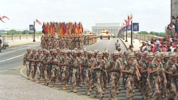 Troops march over the Memorial Bridge in Washington, D.C., as they head towards the Pentagon during the National Victory Day Parade on Saturday, June 8, 1991 - Sputnik International