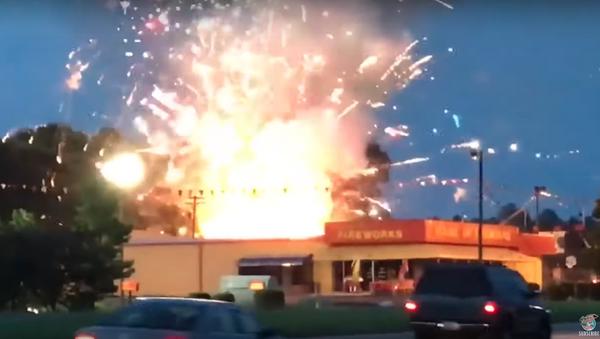 Fire Sale? US Fireworks Store Goes Up in Flames  - Sputnik International