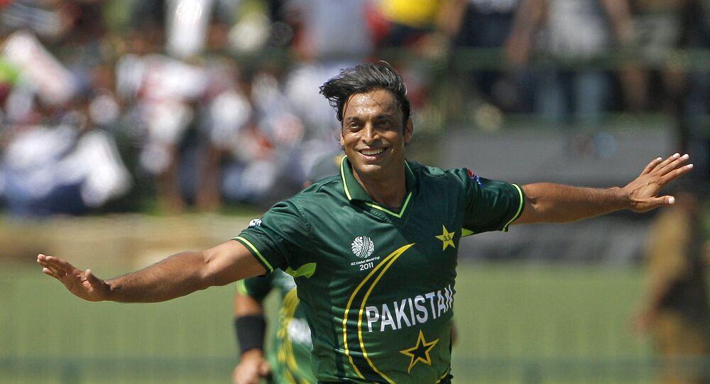 Pak's Legendary Cricketer Shoaib Akhtar Compares Indian Skipper Virat Kohli's Attitude to PM Khan - Sputnik International