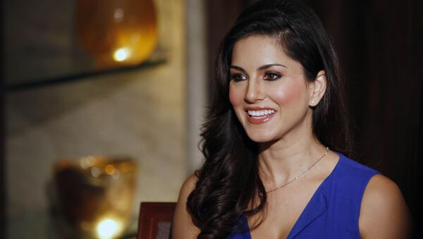 """In this Sunday, 29 July 2012 photo, hard-core porn actress Sunny Leone, who stars in Bollywood film """"Jism 2"""" speaks to the media in Mumbai, India. The film, which will be released across India on Friday, is pushing the ever-widening sexual boundaries enjoyed by many in urban India - Sputnik International"""