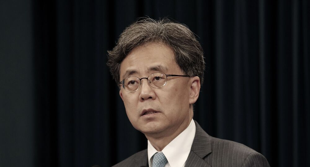 Kim Hyun-chong, deputy director of South Korea's presidential National Security Office, briefs on the South Korean government's stance on Japan's recent restrictions on its exports to South Korea at the presidential Blue House in Seoul, South Korea, Friday, July 19, 2019.