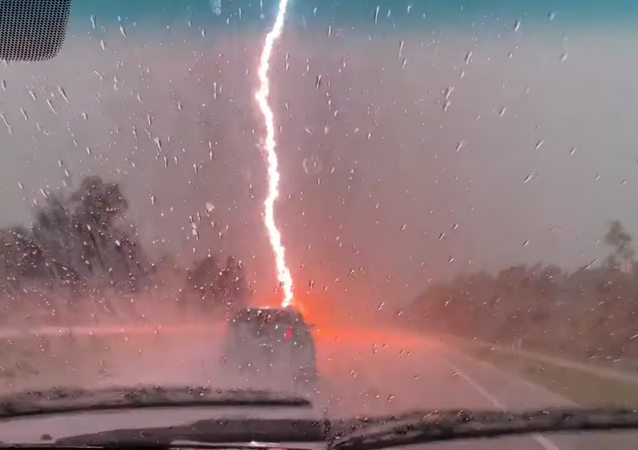 Florida Lightning Storm Rattles Commuters