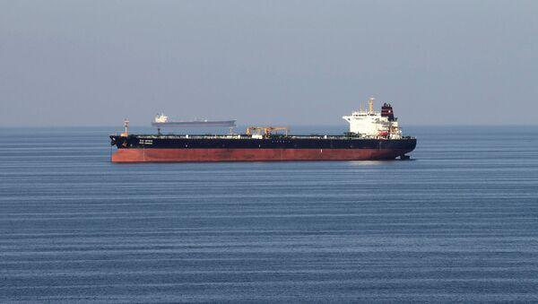 Oil tankers pass through the Strait of Hormuz, December 21, 2018. - Sputnik International