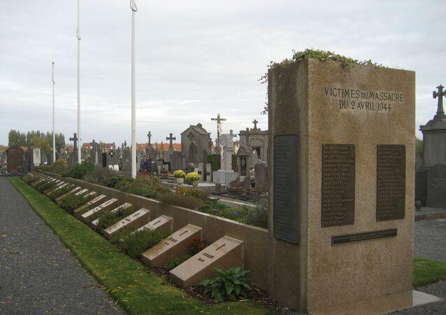 Français : Tombes des massacrés d'Ascq au cimetière d'Ascq.
