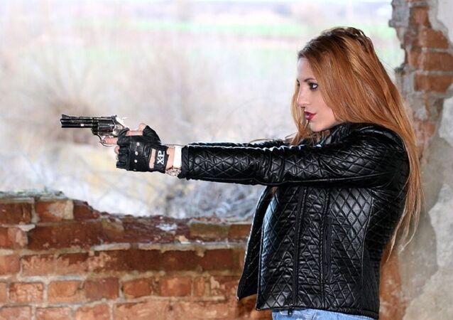 Blonde Gangster Pistol