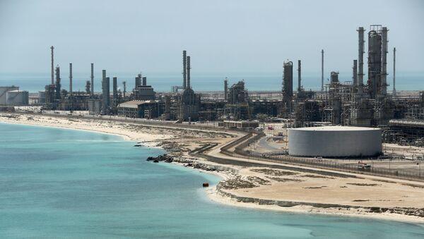 General view of Saudi Aramco's Ras Tanura oil refinery and oil terminal in Saudi Arabia May 21, 2018. REUTERS/Ahmed Jadallah - Sputnik International