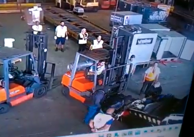 Armed group of thieves posing as federal police officers steal 750 kg of gold from Sao Paulo International Airport in Brazil