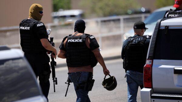 Police arrive after a mass shooting at a Walmart in El Paso, Texas, U.S. August 3, 2019. REUTERS/Jorge Salgado - Sputnik International