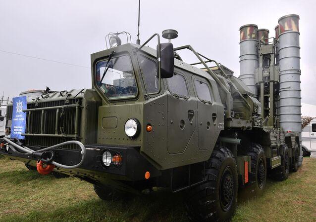 S-400 Triumph missile launcher