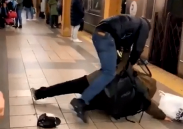 US man gets punched after spitting on fellow NYC subway rider