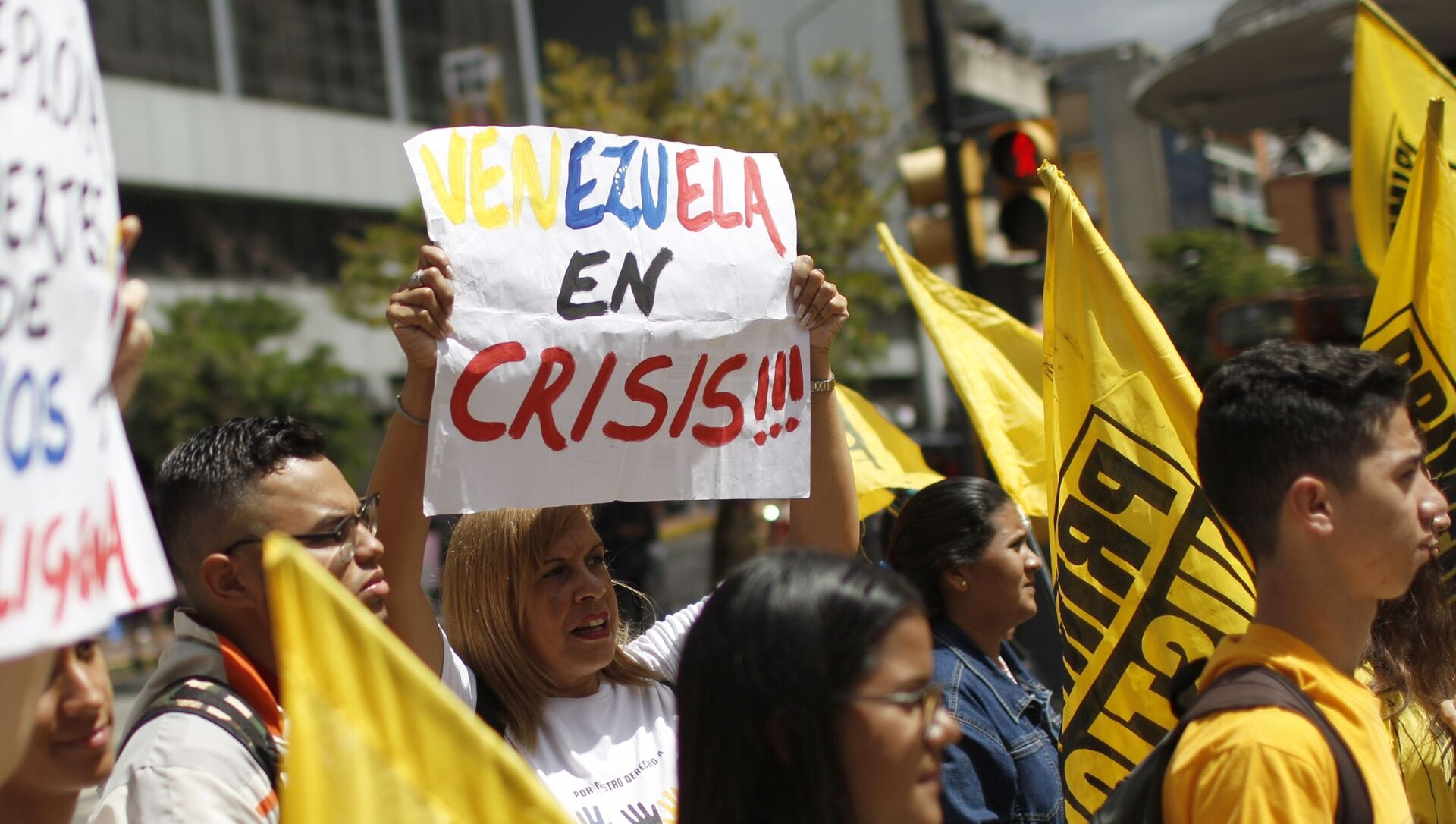 People protest against the Sao Paulo Forum in Caracas, Venezuela, Friday, July 26, 2019. Venezuela is hosting leftist activists from around Latin America at the forum that has been criticized by opponents who say the fragile country can hardly afford to entertain hundreds of international guests. - Sputnik International, 1920, 20.06.2021
