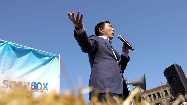 2020 Democratic U.S. presidential candidate Andrew Yang speaks at the Iowa State Fair in Des Moines - Sputnik International
