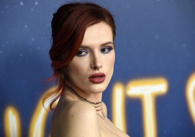 Bella Thorne, a cast member in Midnight Sun, poses at the premiere of the film at the ArcLight Hollywood on Thursday, March 15, 2018, in Los Angeles. (Photo by Chris Pizzello/Invision/AP)