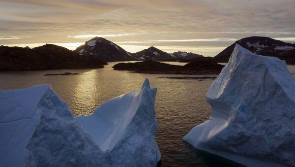 An aerial view of large Icebergs floating as the sun rises near Kulusuk, Greenland. - Sputnik International