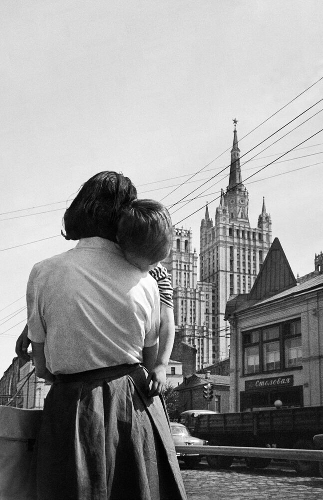 A Bridge to the Past: Rare Nostalgic Photos From the USSR