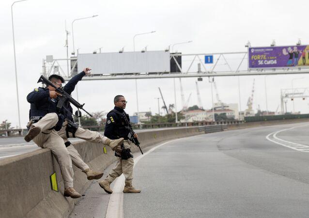 PRF faz operação na Ponte Rio-Niterói durante sequestro de ônibus, 20 de agosto de 2019.