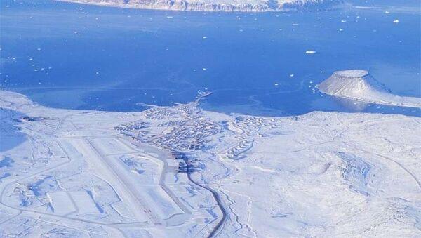 Aerial view of Thule Air Base in western Greenland - Sputnik International