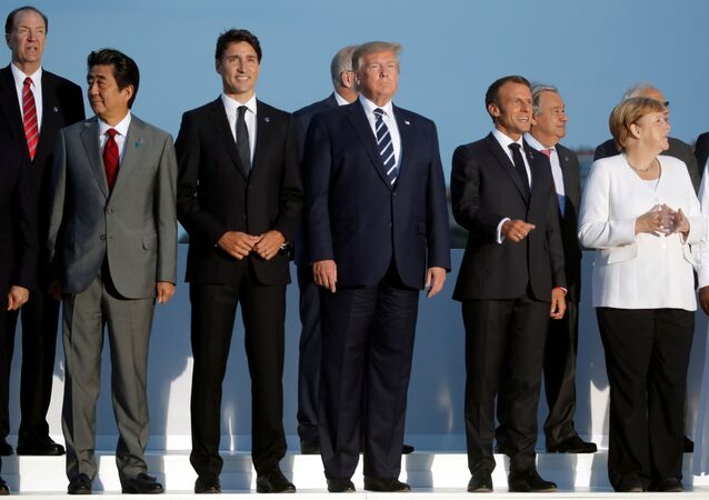 French President Emmanuel Macron, U.S. President Donald Trump, Japan's Prime Minister Shinzo Abe, German Chancellor Angela Merkel, Canada's Prime Minister Justin Trudeau pose for a family photo with invited guests during the G7 summit in Biarritz, France, August 25, 2019.