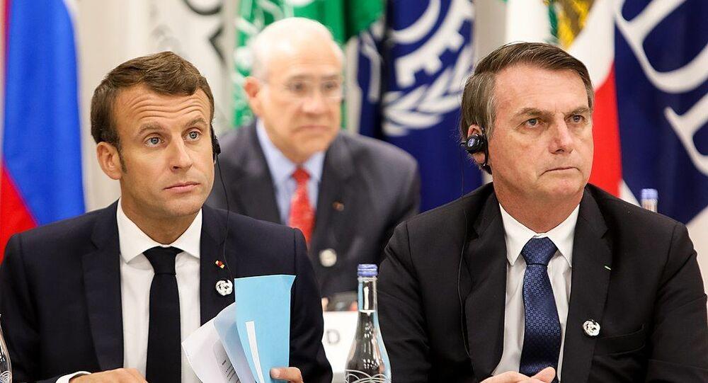 French President Emmanuel Macron (L) and his Brazil counterpart  Jair Bolsonaro (R). File photo