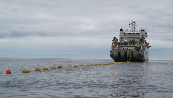 An undersea cable-laying ship deploys its first 100 meters of cable - Sputnik International