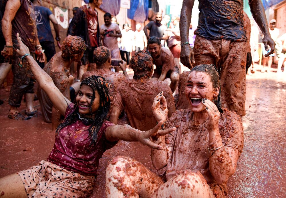 People take part in the annual La Tomatina festival in the town of Buñol, Spanish province of Valencia