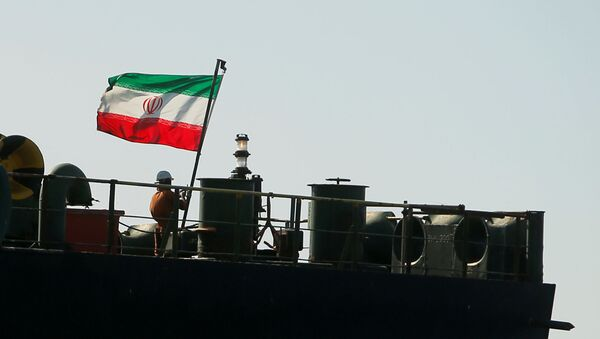 A crew member raises the Iranian flag on the Iranian oil tanker Adrian Darya 1, previously named Grace 1, as it sits anchored after the Supreme Court of the British territory Gibraltar lifted its detention order on 18 August 2019. - Sputnik International