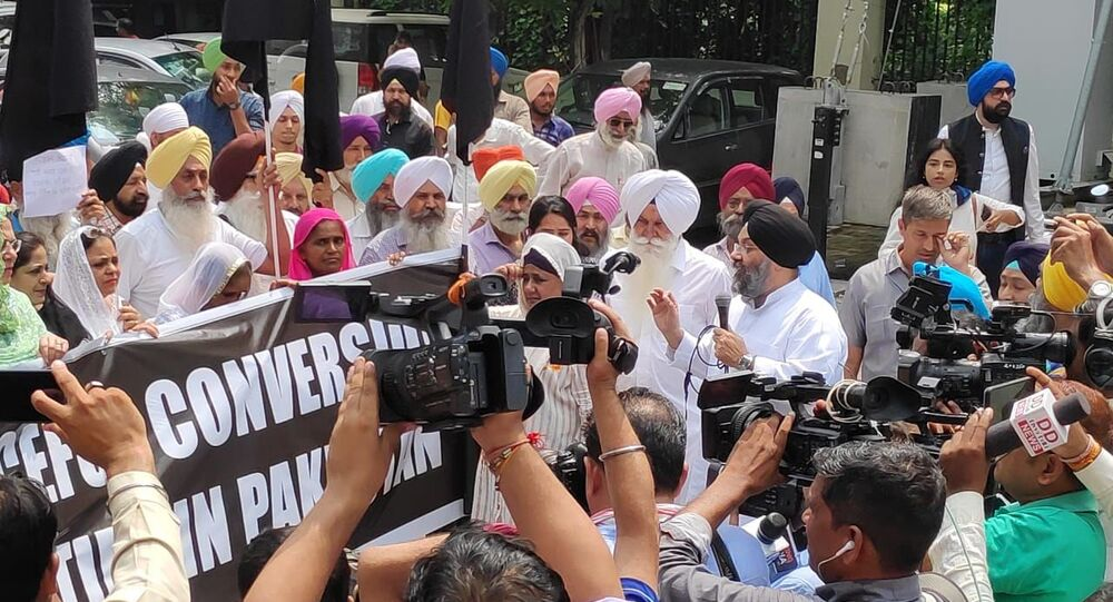 Sikh Community Protests Outside Pak High Commission in India alleging Forced Conversions in Country